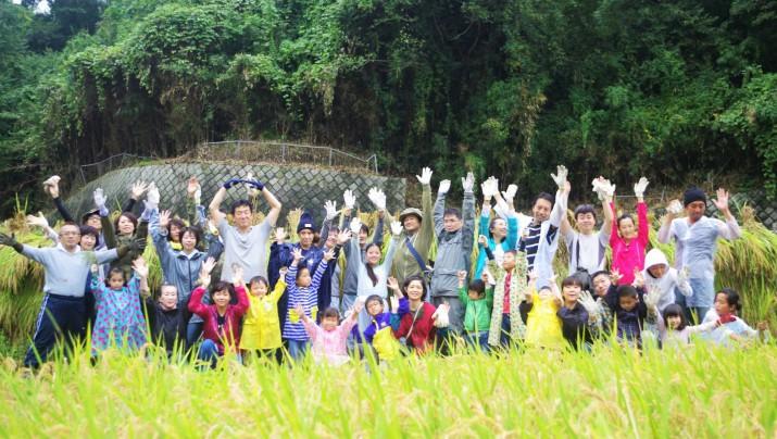 秋の稲刈り体験の様子をレポート!神奈川・大井町の大自然で稲刈り体験